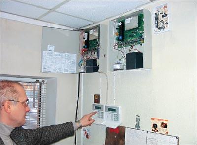 Приемно-контрольный прибор установлен на посту охраны