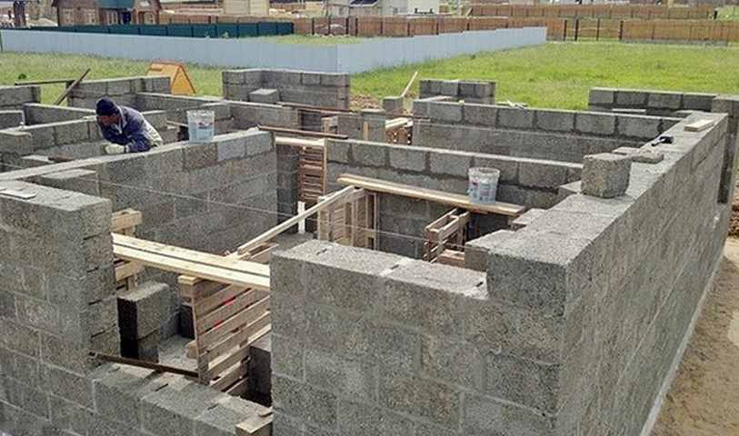 Дом из арболитовых блоков – как построить своими руками?