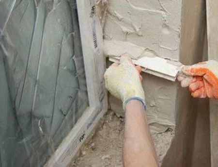 Как оштукатурить откосы окон снаружи и внутри дома