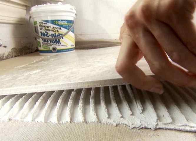 Какой выбрать клей для плитки на пол или стены