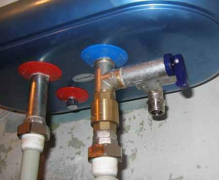 Капает вода из бойлера через клапан сброса давления – что делать?