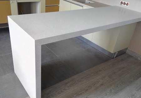 Материалы для барной стойки - мрамор, ДСП и древесина
