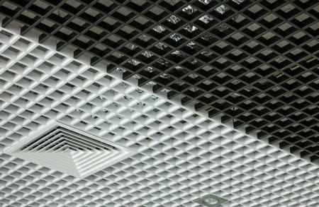 Металлические подвесные потолки - виды, плюсы и минусы