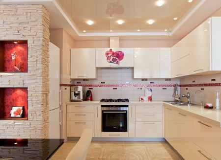 Натяжной потолок на кухне - требования