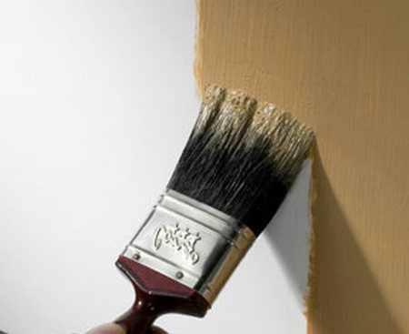Как и чем красить бетонную стену