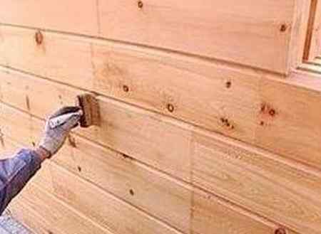 Нужно ли красить деревянный дом снаружи?