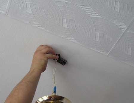 Отделка потолка из плиток пенопласта