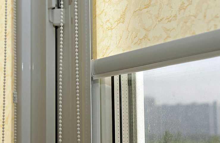 Рулонные шторы в ванной - как выбрать правильно?