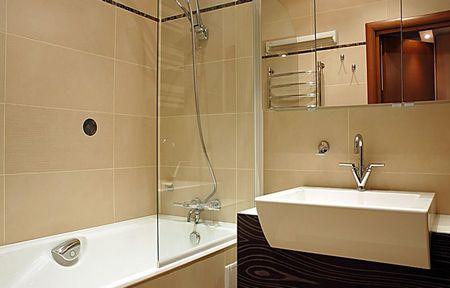 Отделка стен и потолка в ванной
