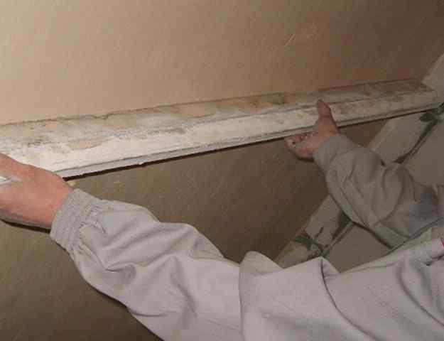 Как правильно штукатурить потолок