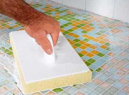 Укладка стеклянной мозаики на сетке: поэтапная технология