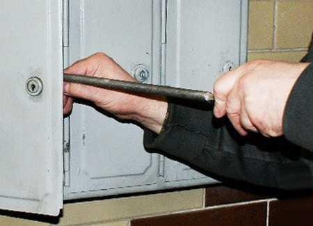 Как установить почтовый замок