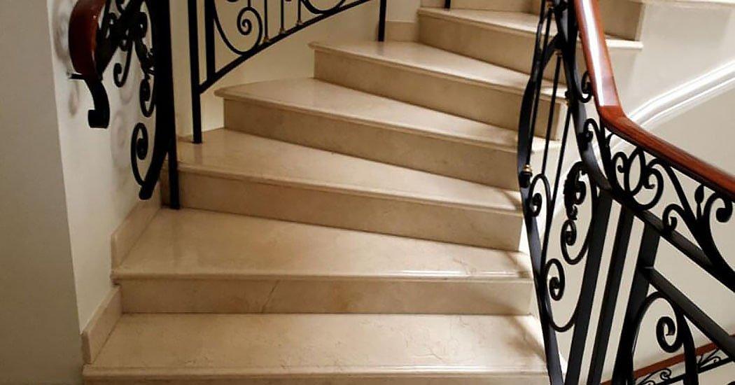 Лестницы и ступени из кварцевого агломерата, камня
