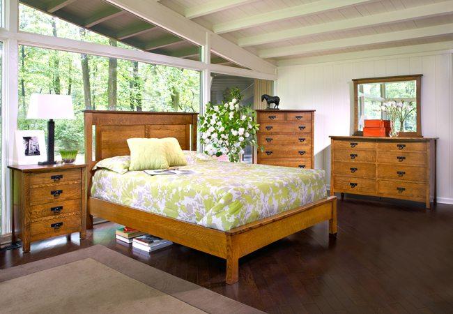 Какими преимуществами наделена кровать из дерева?