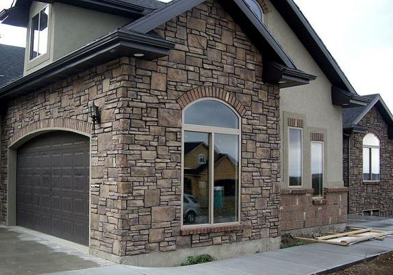 Интерьерный гипсовый камень и камешковая штукатурка: эстетика современности
