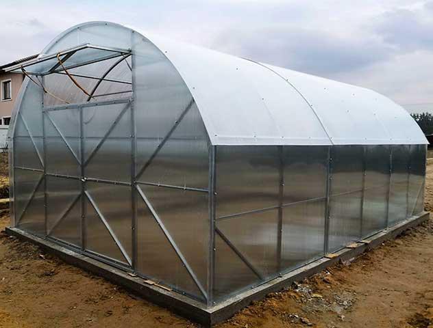 Теплица для загородных дач с умеренными климатическими условиями